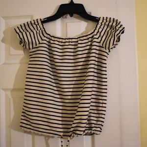 striped Madewell off the shoulder top! 🤍🖤